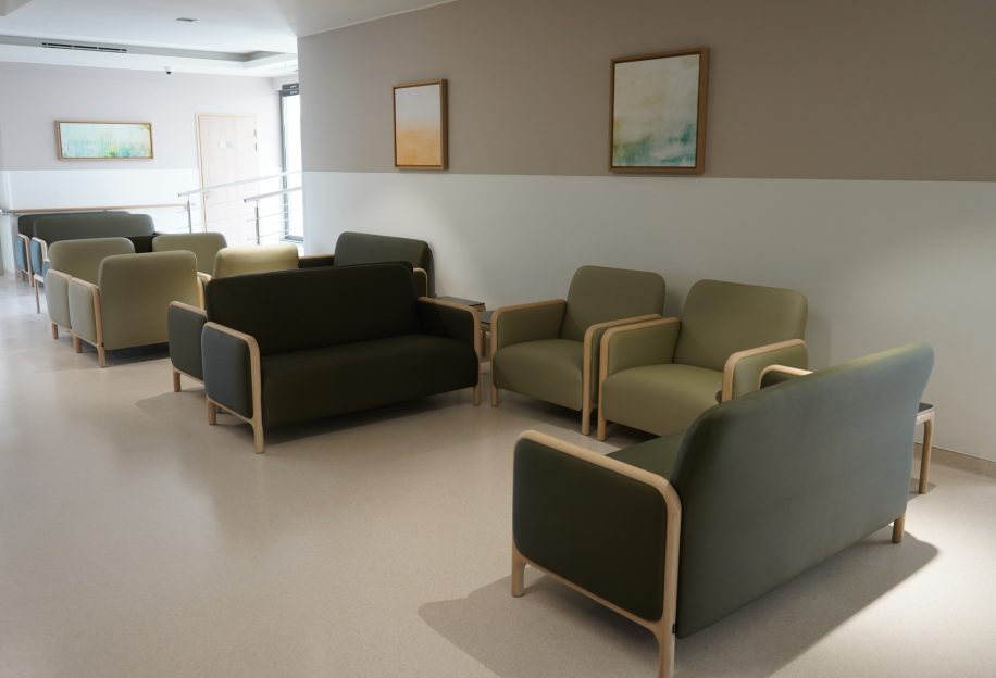 Cameo two-seater sofa and large Cameo armchair furnish the relaxing area of the Saudi German Hospital