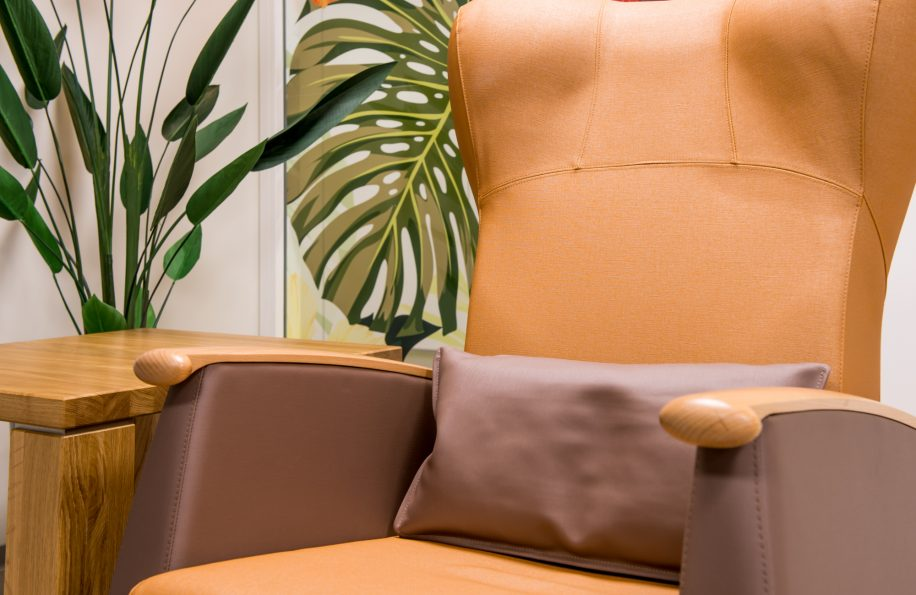 Detail of the Mamy armchair with enveloping and padded backrest